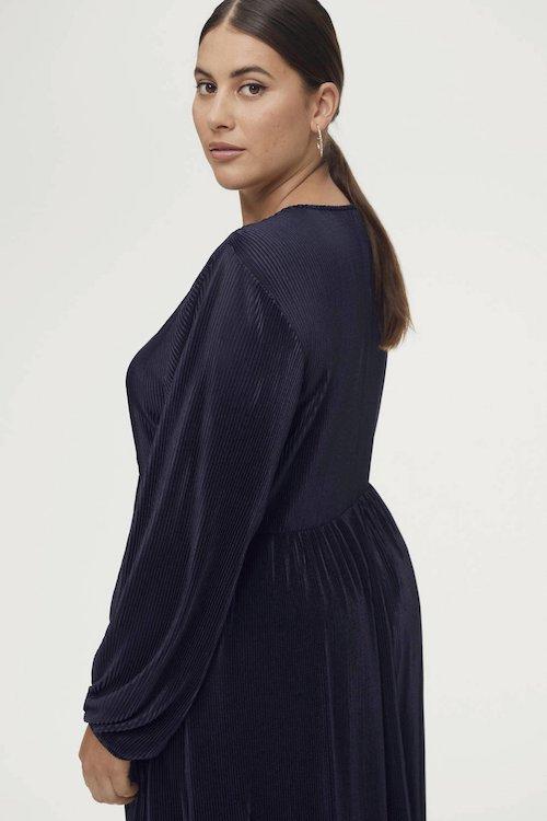 ellos-semi-transparante-maxi-jurk-amy-met-plooien-donkerblauw-donkerblauw-7325901541586