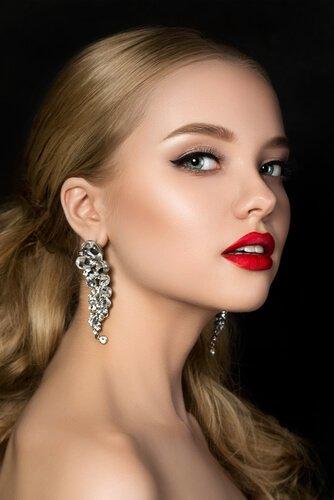blond-haar-rode-lipstick