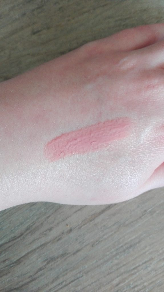 catrice-beautifying-lip-smoother-swatch