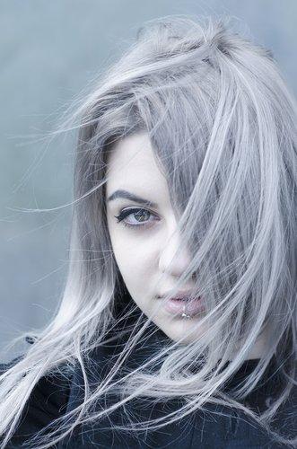 koele-grijze-haarkleur